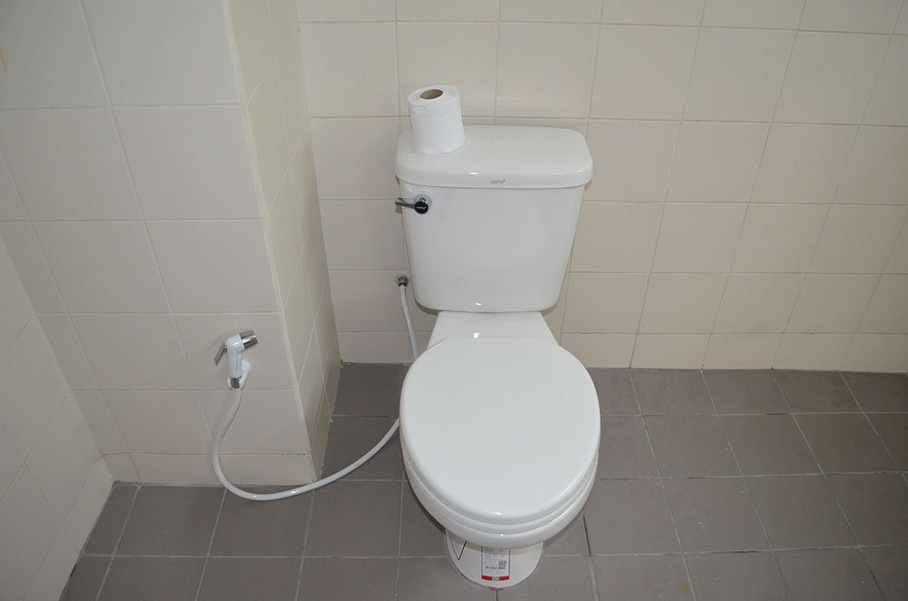 Dorm-Room-Modern-Toilet